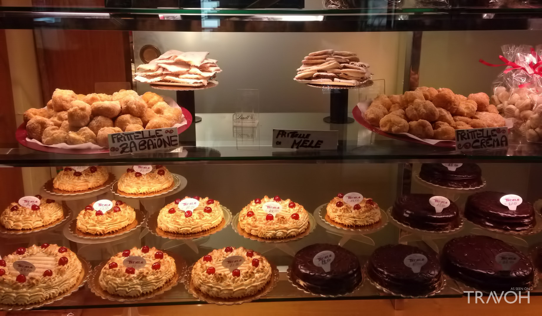 Pick up pastries at the Pasticceria Tonolo - Venice, Italy