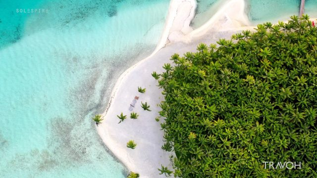 Calm Ambient Wave Landing - Motu Tane Island - Bora Bora, French Polynesia - 4K Travel